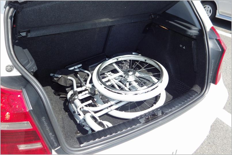 トランクに車いすを搭載
